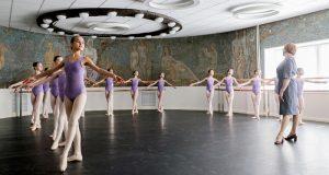 Путин внес в Думу законопроект об особой работе детских школ искусств