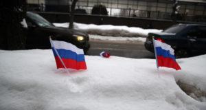В ГД предложили штрафовать за использование флага России на незаконных акциях