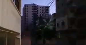 Многоэтажный дом рухнул после авиаудара ВВС Израиля в Газе