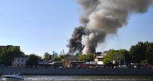 Прокуратура Москвы организовала проверку из-за пожара на Лужнецкой набережной
