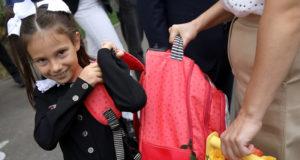 Единовременные школьные выплаты получили родители 17,4 млн детей