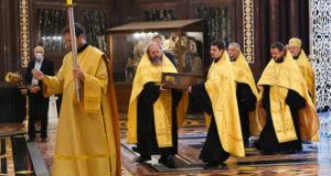 Ковчег с мощами Александра Невского вернулся в храм Христа Спасителя