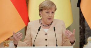Меркель ответила на обвинения в желании угодить России