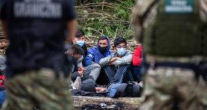 Захарова указала на роль Польши в обострении миграционного кризиса