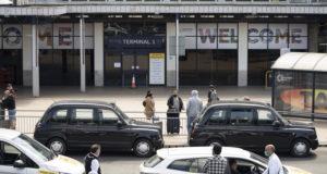 Аэропорт Манчестера эвакуируют из-за сообщения о подозрительном пакете