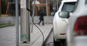 Путин заявил об отсутствии разницы между электромобилями и обычными машинами